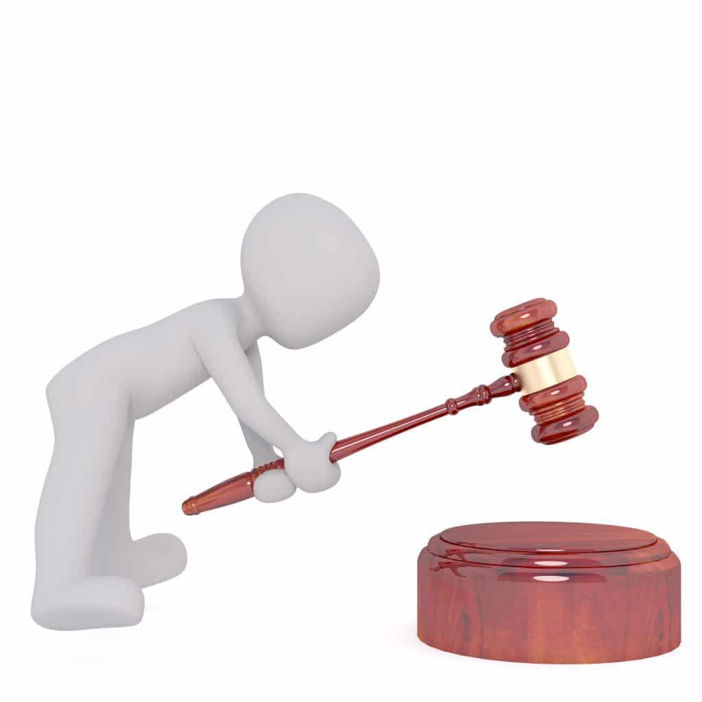 Klopfen mit dem Richterhammer