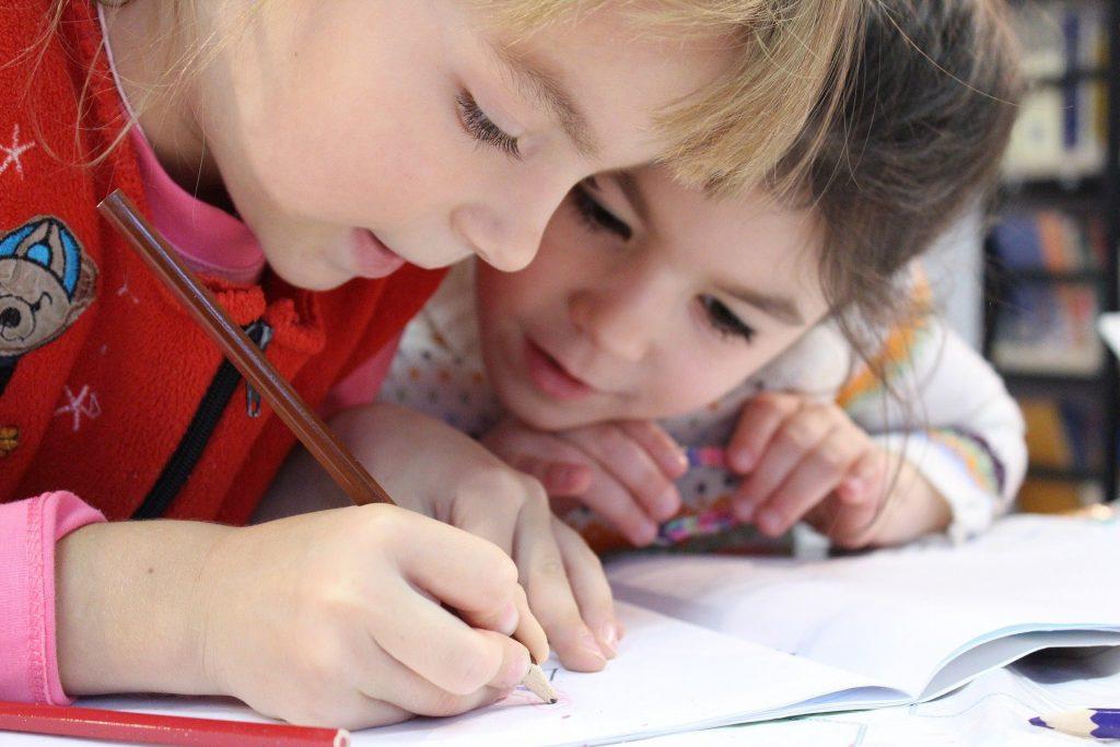 Kinder in Schule